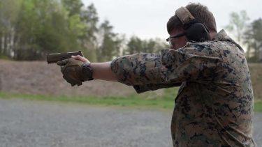米海兵隊の標準拳銃は全てSIGのM18に置き換わる