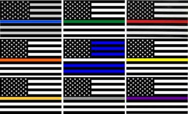 白黒のアメリカ国旗と色の持つ意味