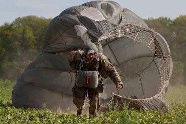 空挺部隊や特殊部隊は降下後のパラシュートをどうしてる?