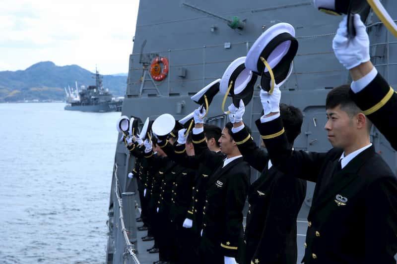 海上自衛隊のネイビーブルーの制服