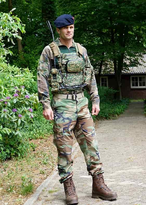 無線やナビは邪魔!振動で方向を伝えるナビゲーションベルトが歩兵の標準装備になる?