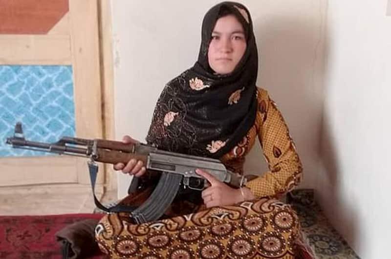 アフガニスタンの16歳の少女はAK47を手に取り両親の仇をとった