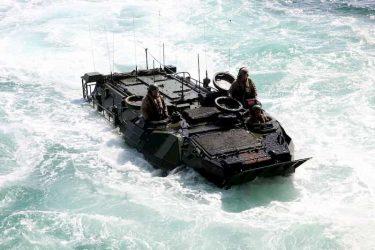 水陸機動団も使うAAV7が米軍で沈没事故、1人死亡、8人が行方不明