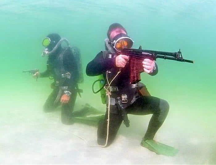 APS 水中銃|世界初の水中銃