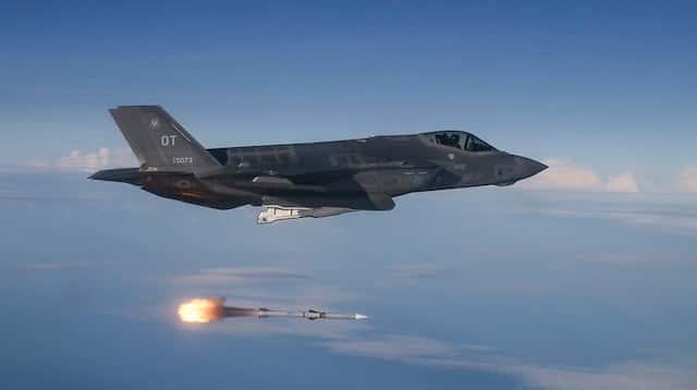米国務省は日本にAIM-120C-8(AIM-120D)ミサイルを販売することを承認