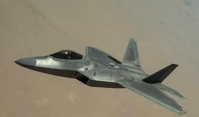 中国は米軍のF-22はJ-20に勝てないと言っています