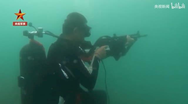 中国海軍が特殊部隊「蛟龍」の訓練動画を公開