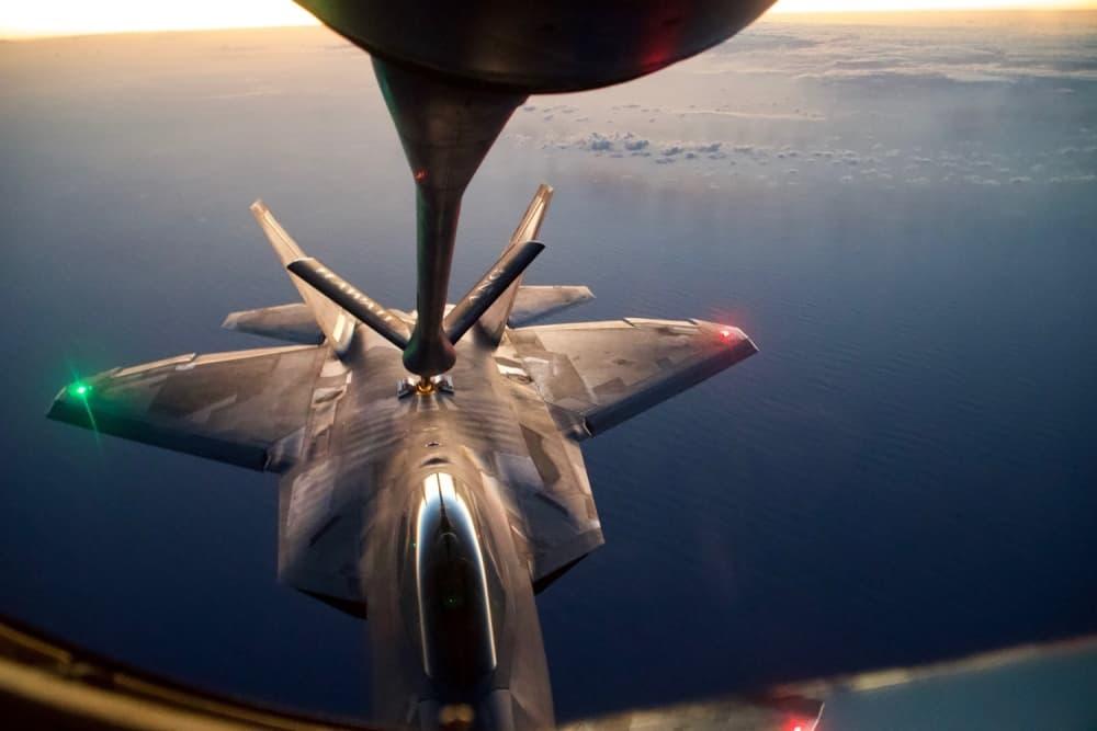 F-35BとKC-130Jが空中給油中に衝突し、墜落