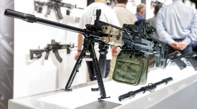 ロシアの銃器メーカーのカラシニコフは先日までモスクワ近郊で開催されていた展示会「Army-2020」において、RPL-20と呼ばれる5.45 x 39mm軽機関銃 (LMG) のプロトタイプを公開した。