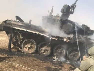 演習中のロシアのT-90A戦車に誤って対戦車ミサイルが命中