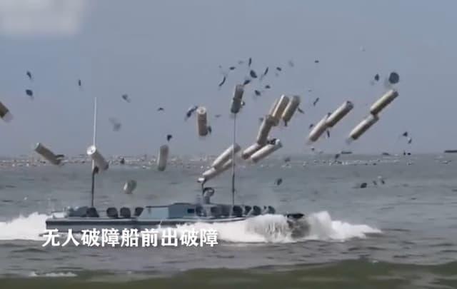 16発の爆薬を一斉放出する中国軍の無人障害物破壊艇は離島攻略用兵器?