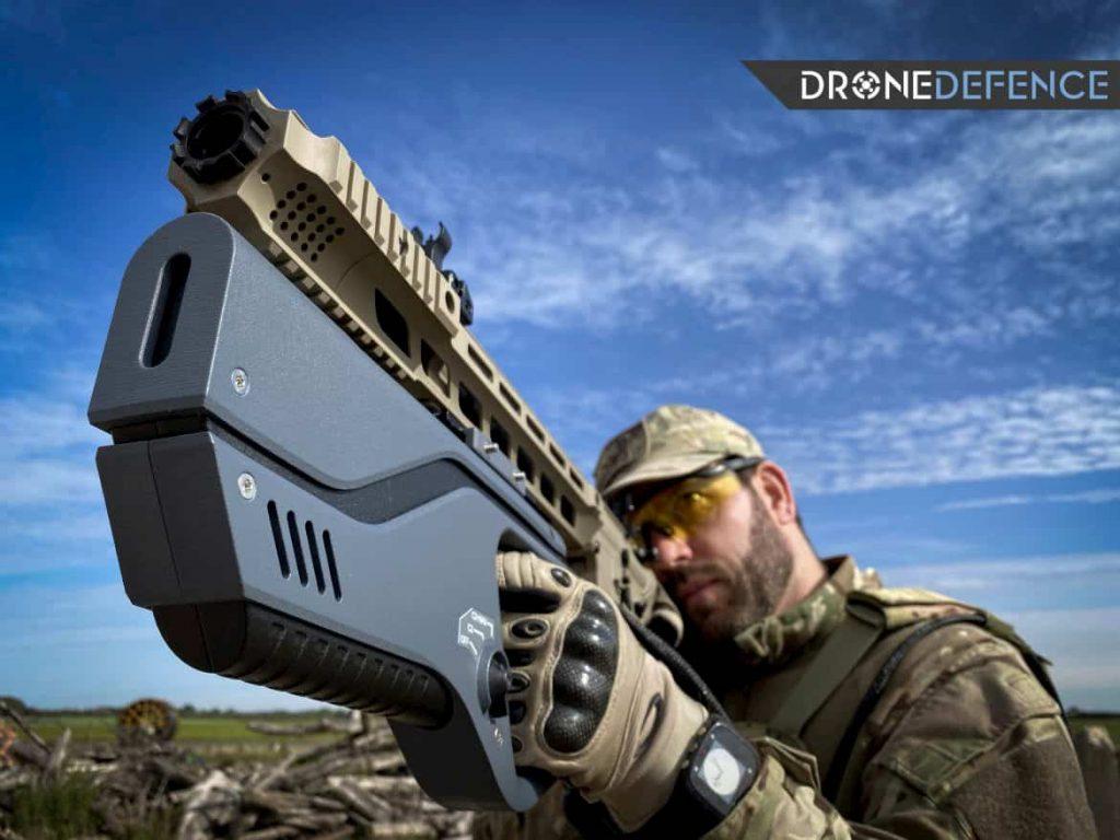 ライフルに装着できるピストルサイズのアンチドローン兵器E1000MP