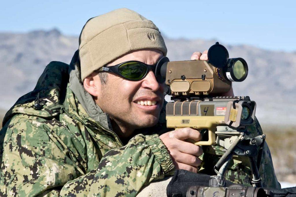 爆弾を降らせるレーザー銃LA-10U/PEQハンドヘルドマーカー