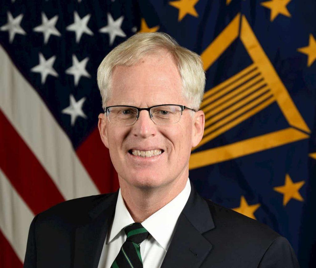 米国防長官代行に就いたミラー氏は元グリーンベレーでアルカイダと戦った