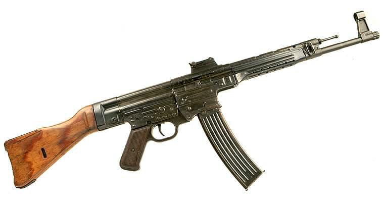 Stg44は世界最初のアサルトライフルです