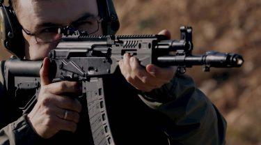 過去10年間で100万挺のカラシニコフライフルが30カ国に販売されました