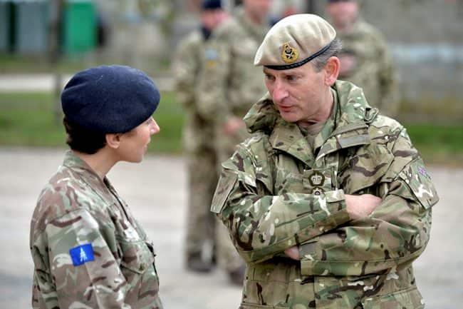 英陸軍の最高司令官のスミス将軍が置き去りにされて迷子に