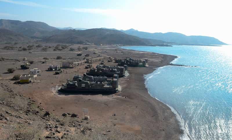 米海軍と海兵隊は東シナ海で運用する新しい軽揚陸艦を計画しています