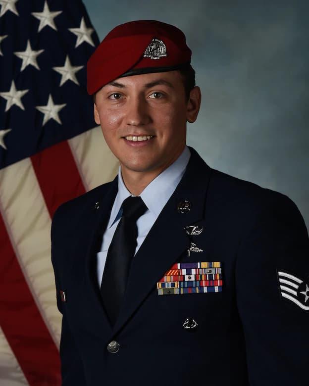 近接航空支援を指示しグリーンベレーを救った戦闘管制官に空軍十字勲章が授与