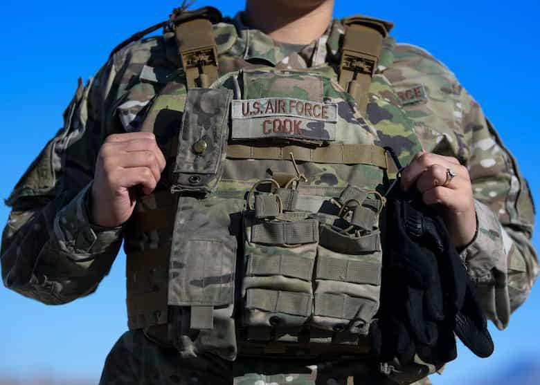 米空軍は初の女性兵士専用のボディーアーマーを導入しました