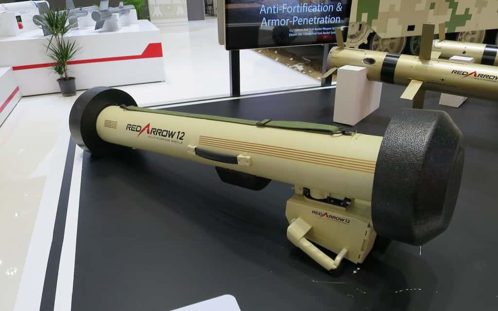 """中国版ジャベリン""""携行式対戦車ミサイルHJ-12"""""""