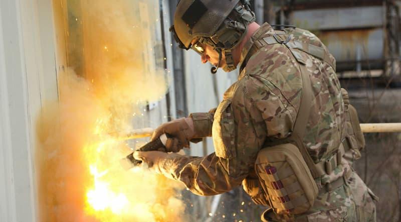 米軍特殊部隊が使うライトセーバー「TEC Torch」