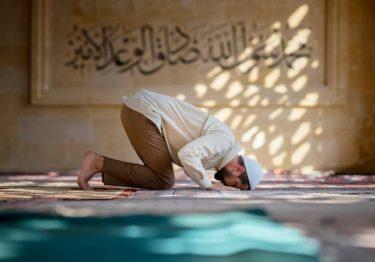 """""""アッラー、アクバル""""はテロリストの言葉ではありません!本来の言葉の意味は?"""