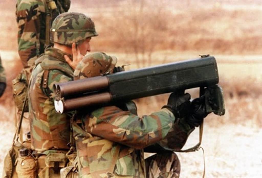 M202 携行型多連装ロケットランチャー