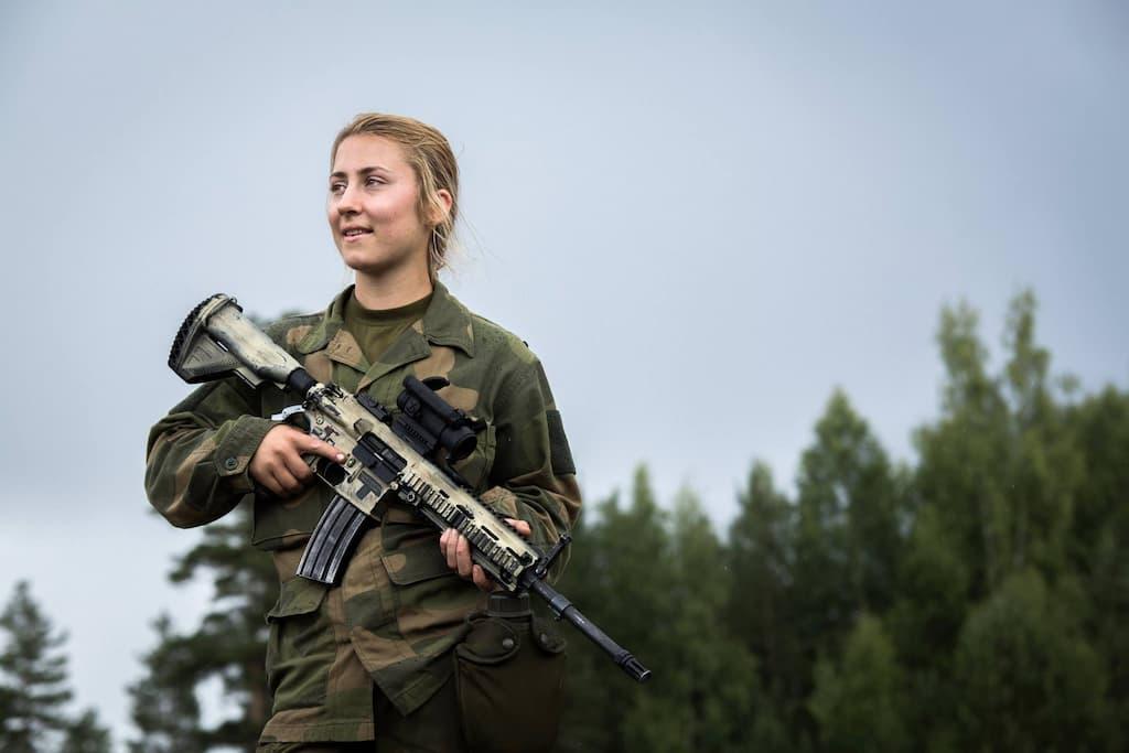 ノルウェー女性兵士