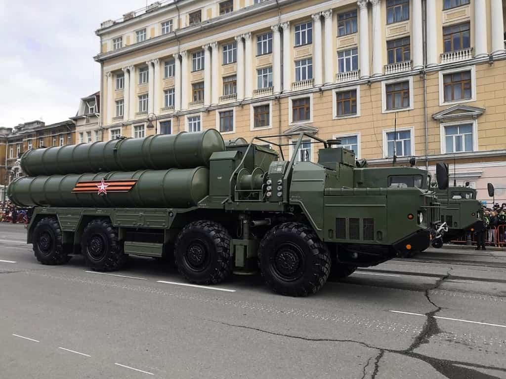 S-400 トリウームフ 防空ミサイルシステム