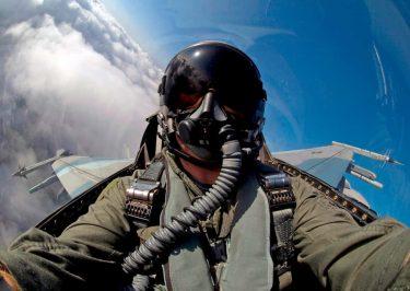 米海空軍はパイロットが海上で脱出時に溺れないようUWARSパラシュートシステムを調達します