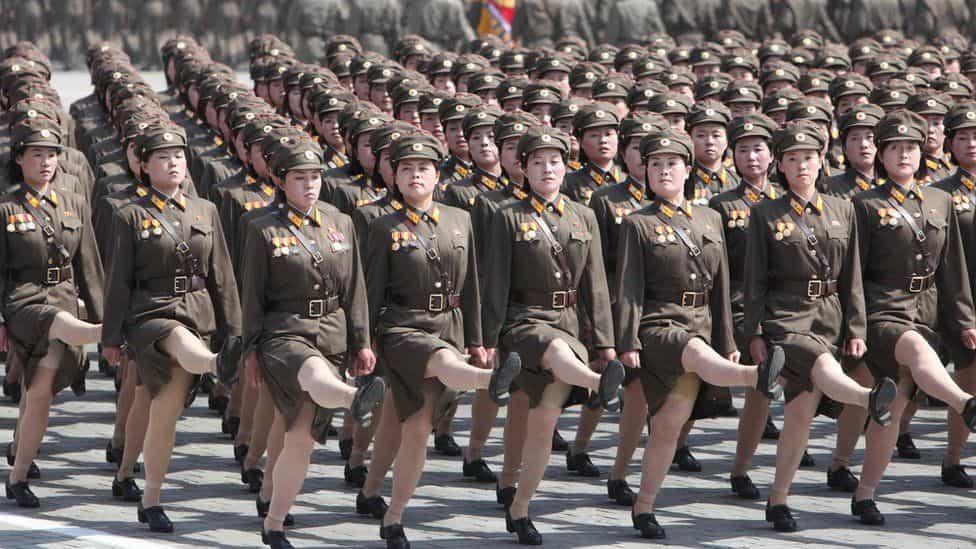 北朝鮮女性兵士