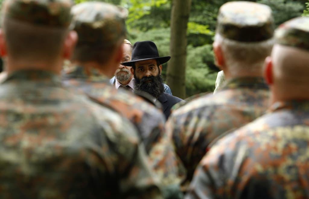 ドイツ軍は一世紀ぶりにユダヤ教牧師を迎えます
