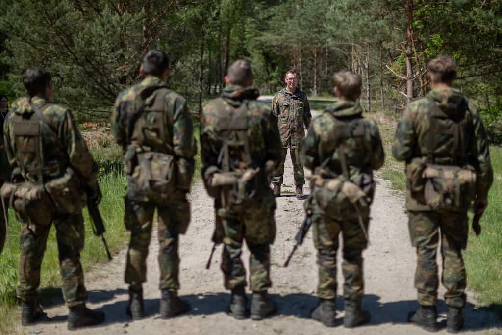 リトアニアのNATOドイツ軍がヒトラーの誕生日を祝って撤退