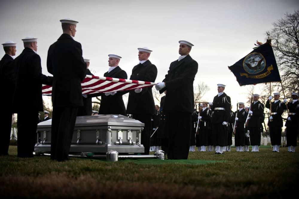 軍葬に参列した兵士は自殺率が増加すると米軍が警告