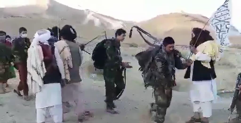 一度に350人が投降も、アフガニスタン軍兵士のタリバンへの降伏が続いています