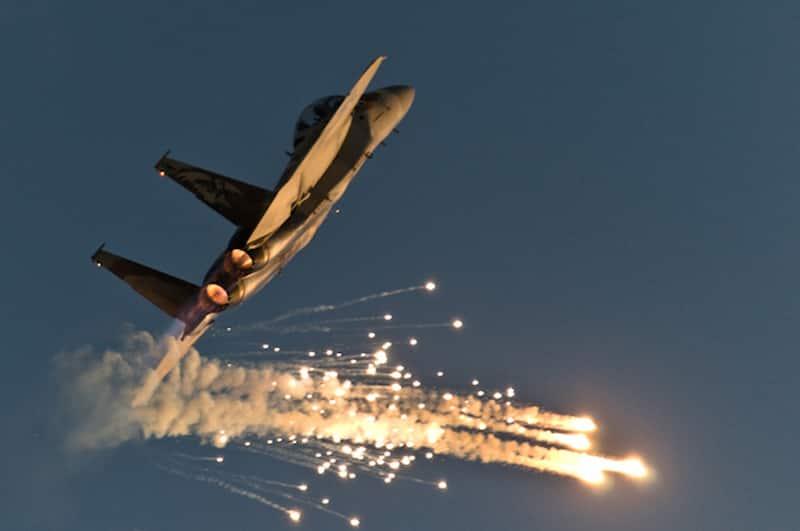 アイアンドームが自軍のF-15をロックオン!直前に自爆して撃墜回避