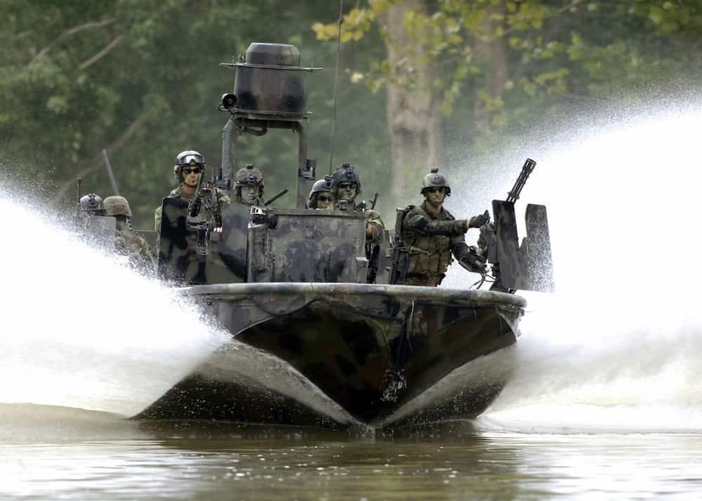 女性が初めてSWCC(米海軍特殊作戦艇戦闘員)の訓練過程を卒業