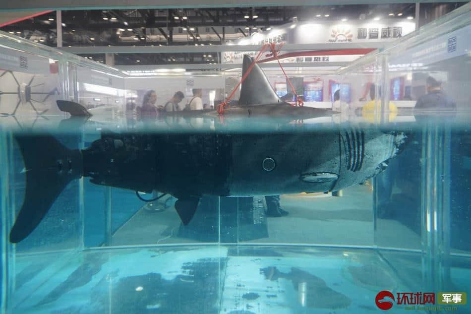 中国が開発したリアルな鮫型水中偵察ドローン