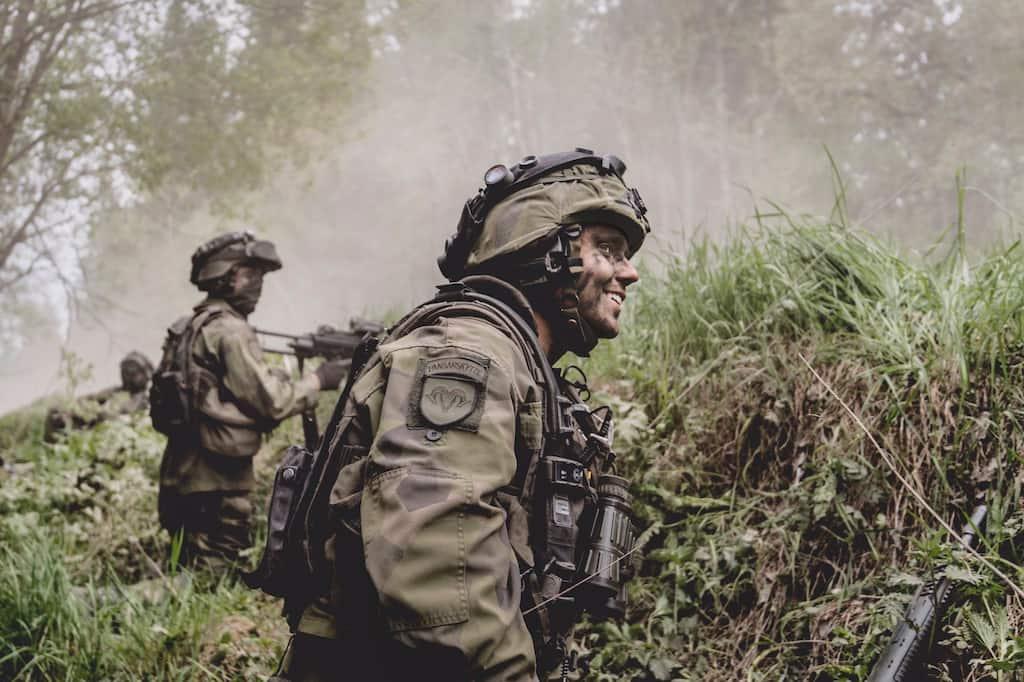 スウェーデンは軍事予算を上げるために酒税とタバコ税を引き上げました