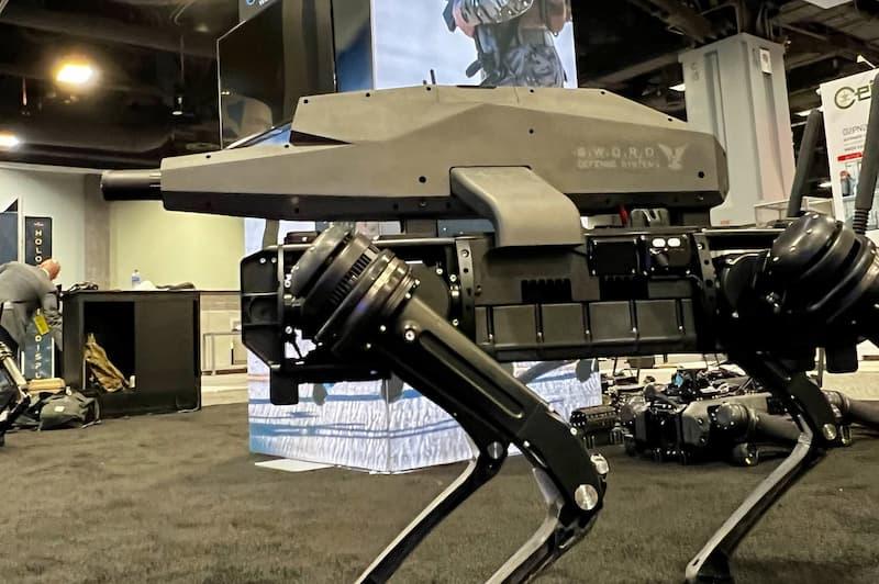 Ghost Roboticsの狙撃銃を積んだロボット犬「SPUR」