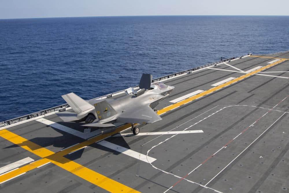護衛艦いずもに搭載されるかもしれない無人機RQ-21とMQ-8C